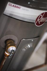 Plombier Expert | Gros plan d'un chauffe-eau